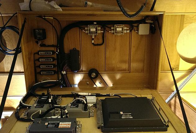Une installation professionnelle NMEA 2000. Vous pouvez moderniser votre bateau vous-même pour économiser de l'argent