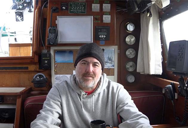 Drake Roberts à bord de son yacht Paragon. Le couple sillonne les hautes latitudes