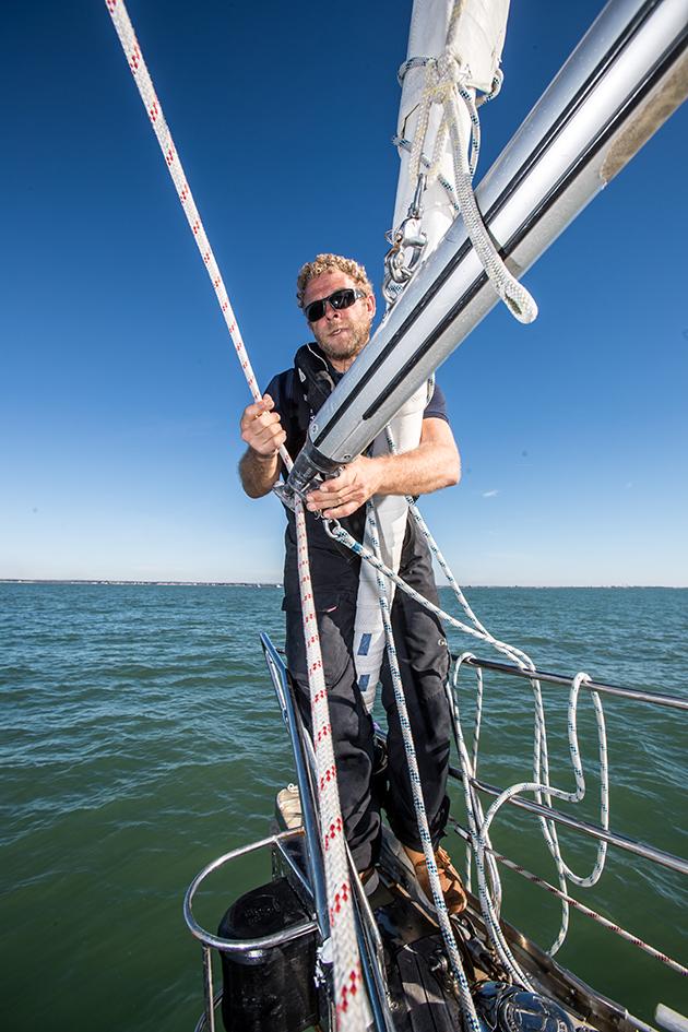 A man setting up a dip pole gybe