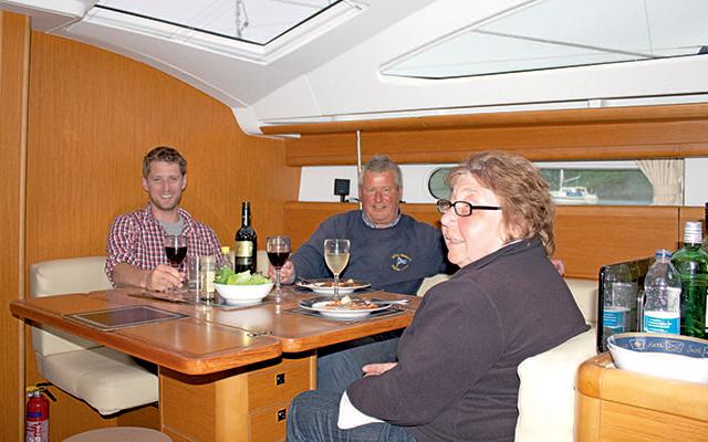 Jeanneau-Sun-Odyssey-45DS examen-sous-pont-crédit-Theo-Stocker