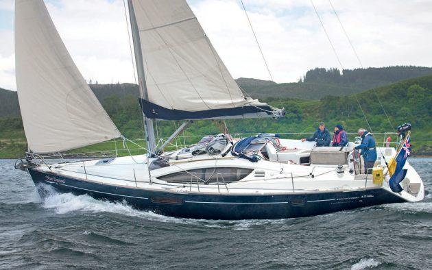 Avis Jeanneau-Sun-Odyssey-45DS-blue-damsel3-credit-Theo-Stocker