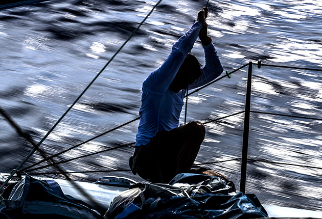 When taking boat photos, increasing the depth of focus using the aperture can cause motion blur