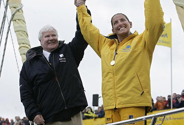 Southampton, UNITED KINGDOM: Southampton sailor Dee Caffari (R) is congratulated by veteran round-the-world sailor Chay Blyth, on the bow of her yacht Aviva, 21 May 2006, as she returns home to the city after an epic six months alone at sea. She is the first woman to sail solo, non-stop around the world against the prevailing winds and tides.