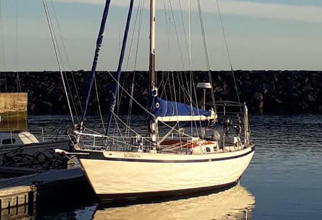 A mast on a Tradewind 35 yacht