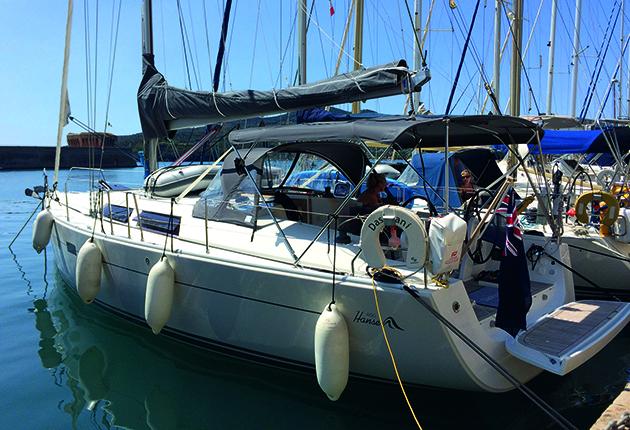 Le Hanse 400 amarré en Italie