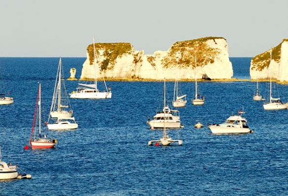 Boats will not be allowed to anchor of South Beach in Studland Bay, Dorset, from 17 December 2021. Credit: Alamy