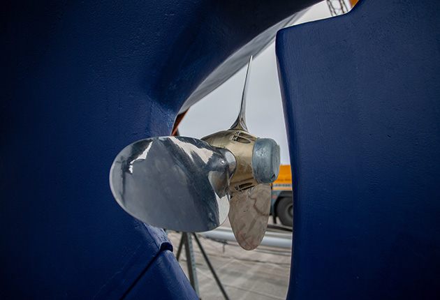 feathering prop on a yacht