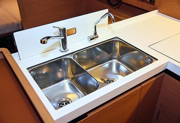 Si l'eau de votre réservoir a un goût fade, assurez-vous d'avoir un tuyau de qualité alimentaire pour votre eau douce. Crédit : Graham Snook