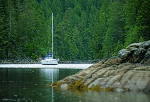 Adaptable anchoring skills allow you to cut loose from overcrowded marinas.