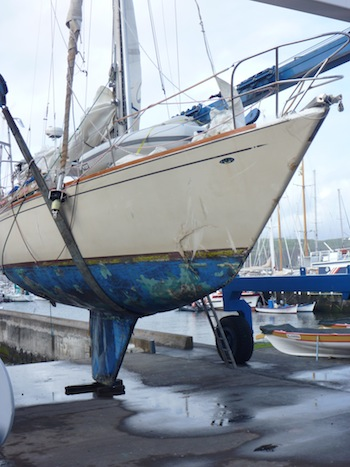 Yacht destroyed on rocks - Yachting World
