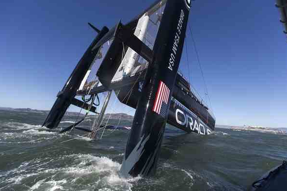 USA 17 capsizes San Francisco