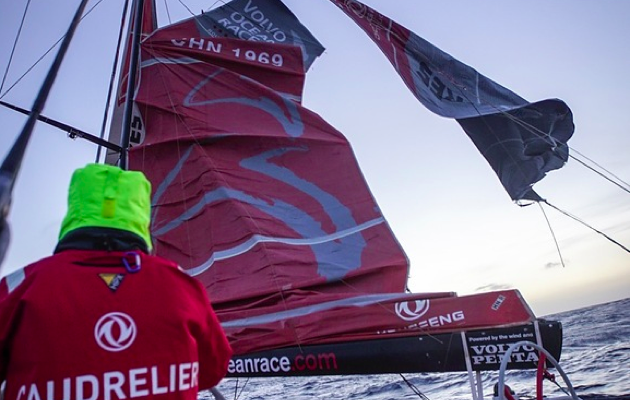Team Dongfeng dismasted