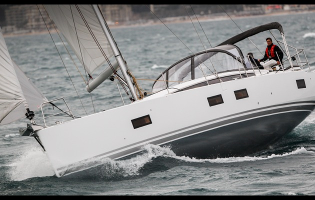 Video: we test the decidedly luxurious new Jeanneau 54 in a