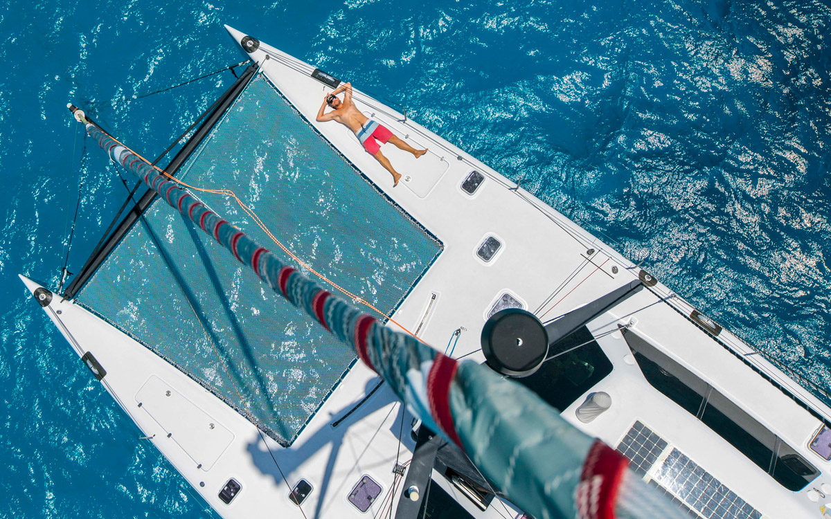 Falcor sailing to Hawaii