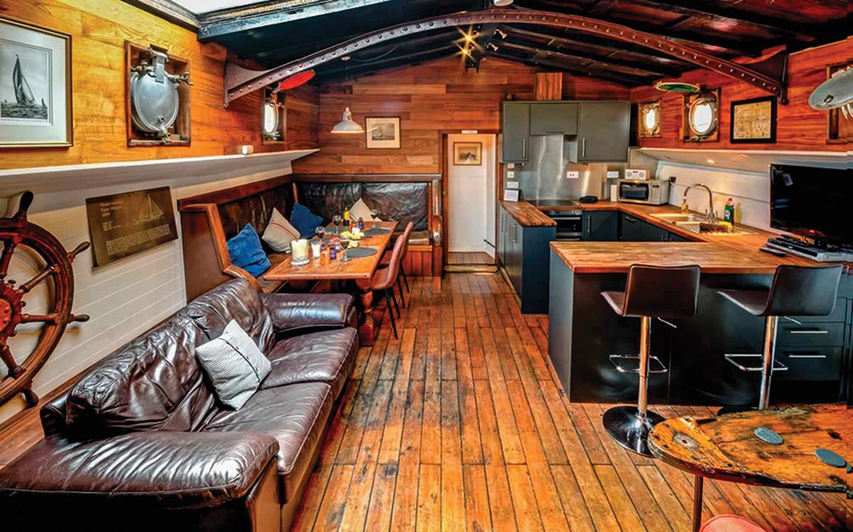 yacht-rental-platforms-antique-narrowboat-suffolk-beds-on-board