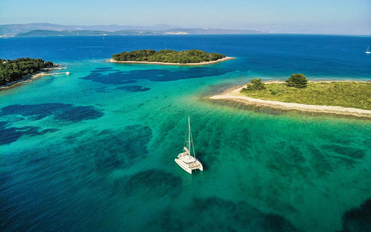 yacht-rental-platforms-fractional-ownership-catamaran