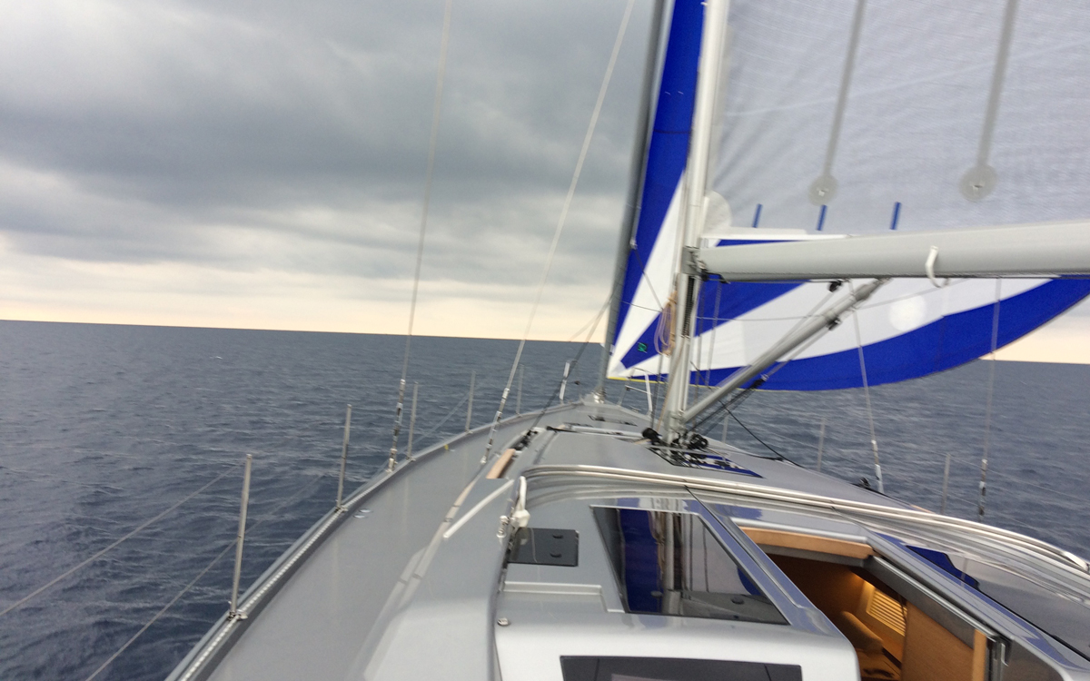 grand-soleil-52lc-boat-test-foredeck