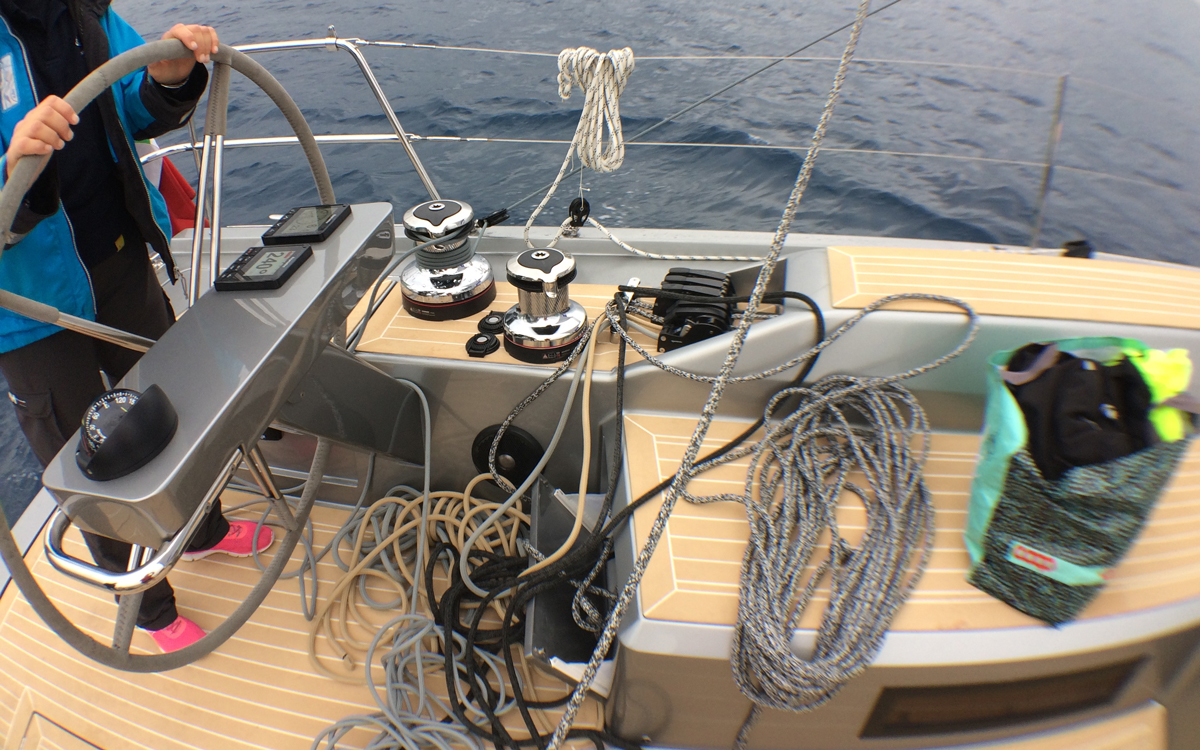 grand-soleil-52lc-boat-test-helm