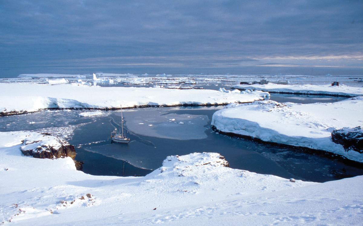 high-latitude-sailing-faraday-antarctica