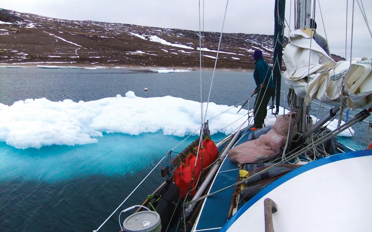 high-latitude-sailing-macquarie-island-ice-floe