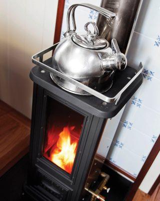high-latitude-sailing-stove-kettle-credit-km-yachtbuilders