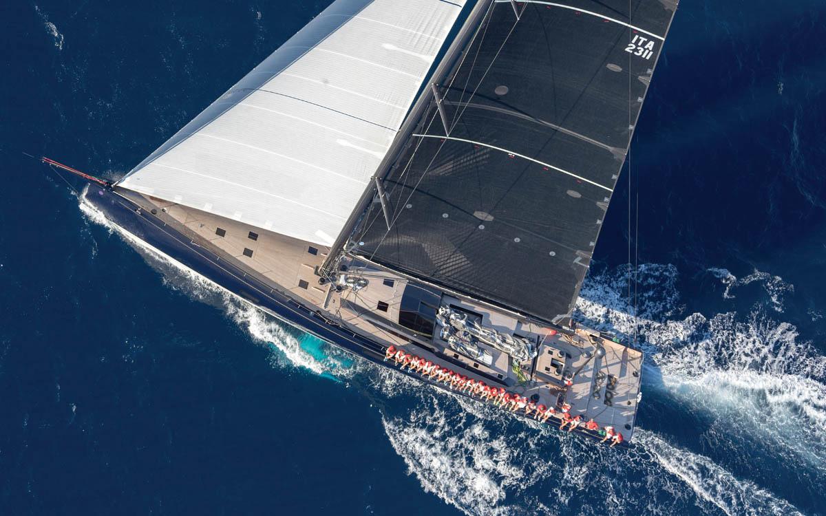 Kiboko | Le superyacht en carbone de 105 pieds offre une expérience de voile unique