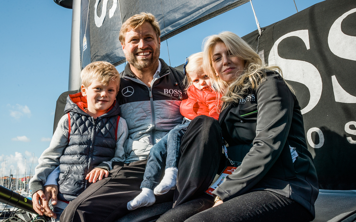 Alex-Thomson-family-profile-2016-vendee-globe-race-finish-credit-lloyd-images