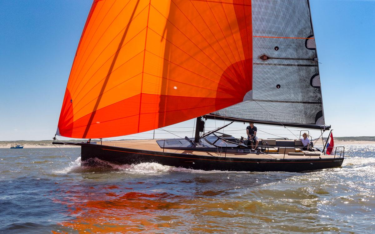 Saffier-se37-lounge-boat-test-running-shot-credit-bertel-kolthof