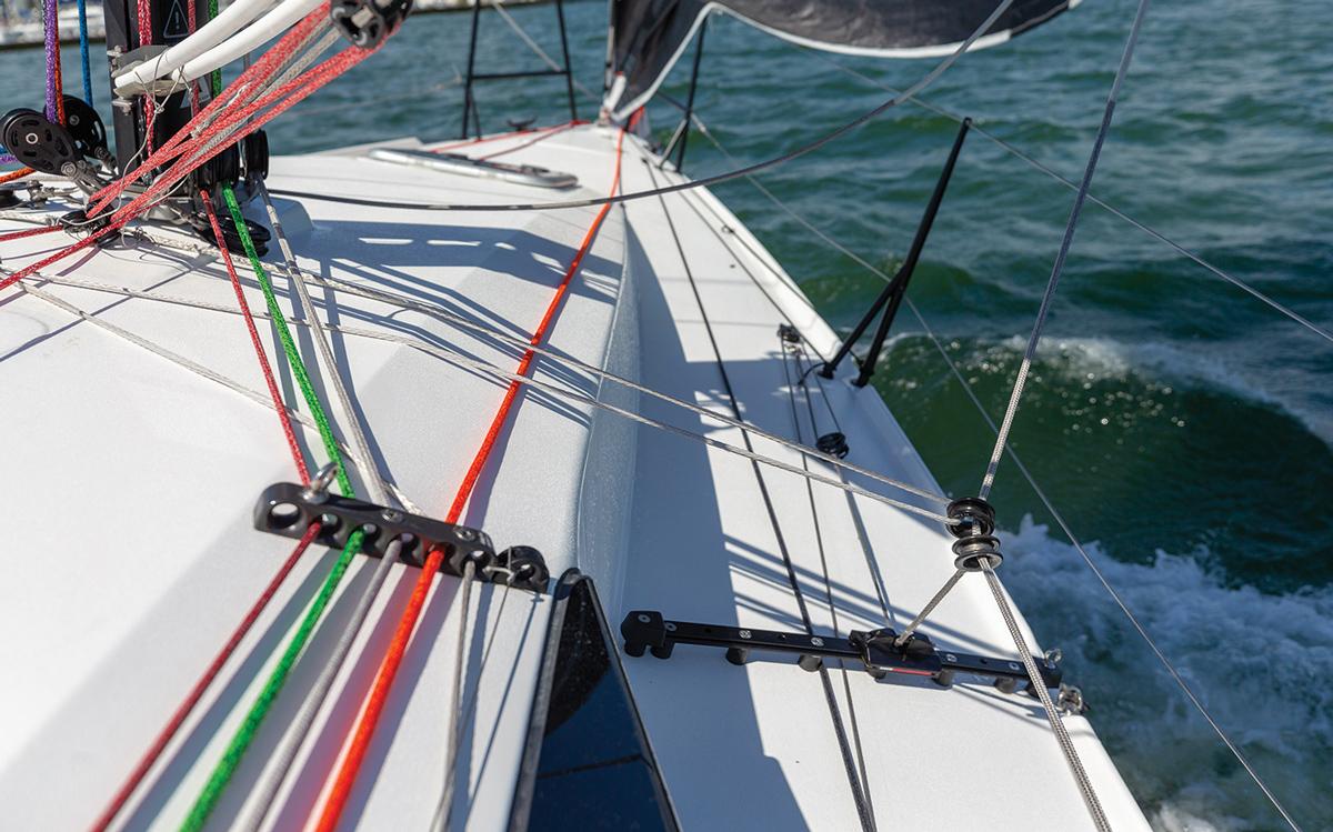 JPK-10.30-boat-test-foredeck-inhaulers-credit-jean-marie-liot.jpg