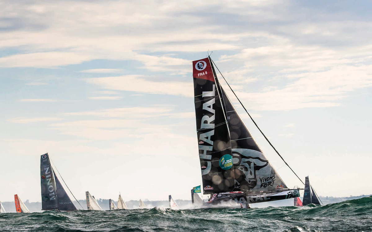 charal-foiling-imoca-60-route-du-rhum-2018-start-credit-lloyd-images
