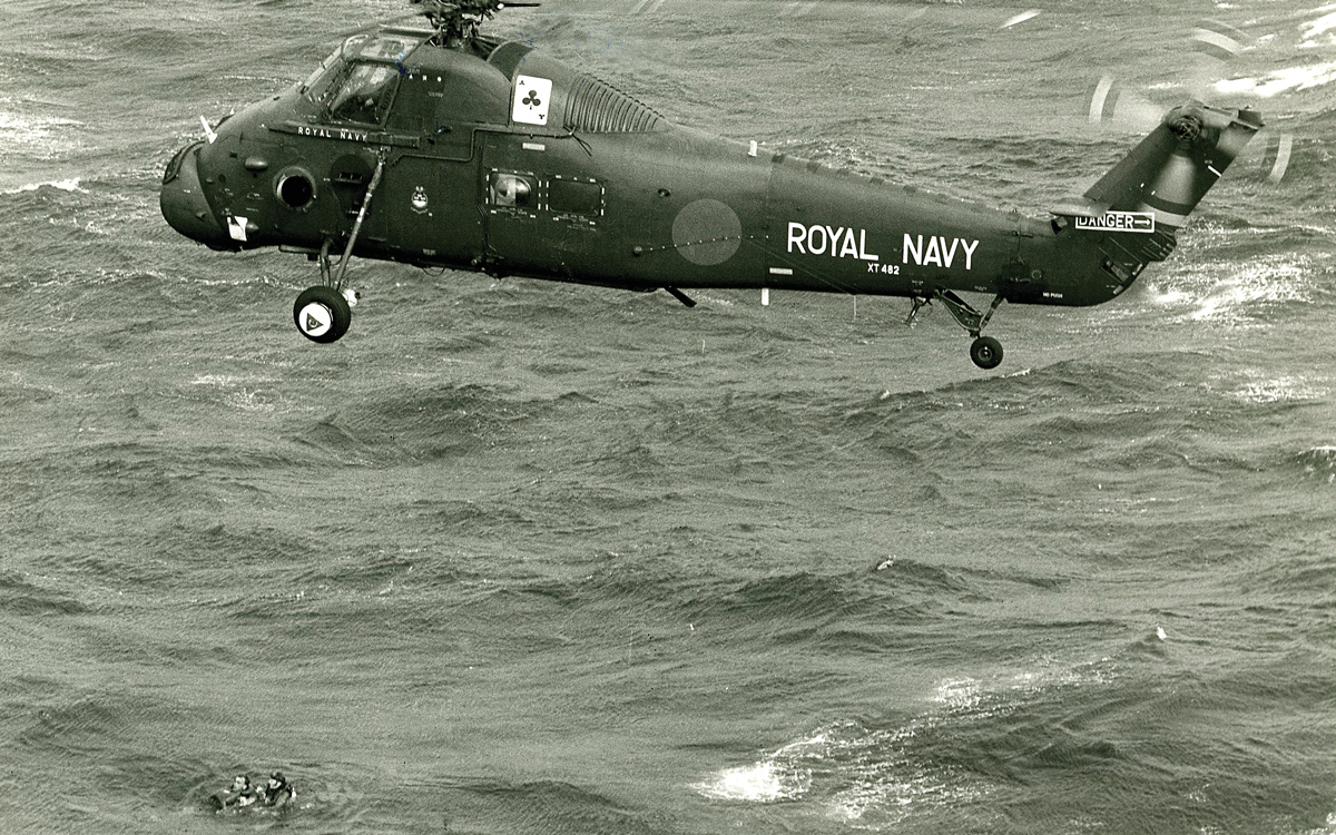 fastnet-race-1979-rnas-culdrose-wessex-helicopter-rescue-credit-royal-navy