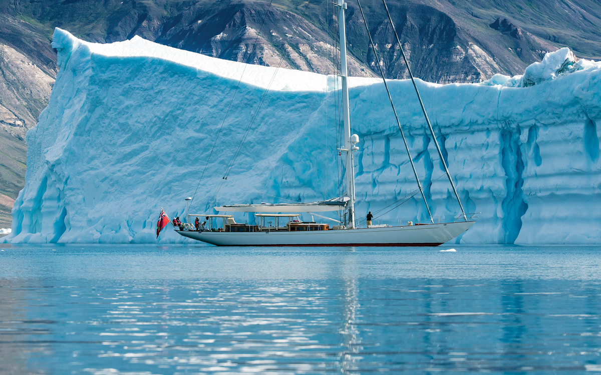 voile-au-groenland-superyacht-acadia-sullorsuag-strait-credit-onne-van-der-wal