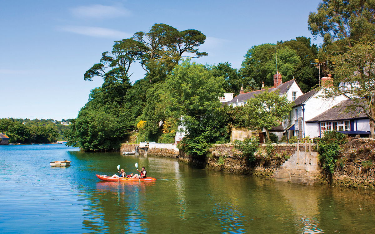 summer-adventures-Cruise-West-Country-river-helford-credit-ian-woolcock-alamy