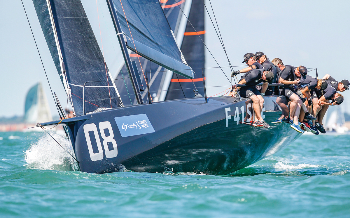 Ràn VII: On board the Stealth Bomber of the Fast 40+ class