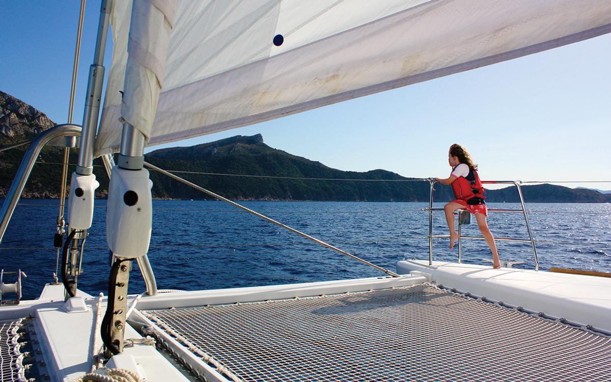sardinia-charter-catamaran-lagoon-620-foredeck-credit-helen-fretter
