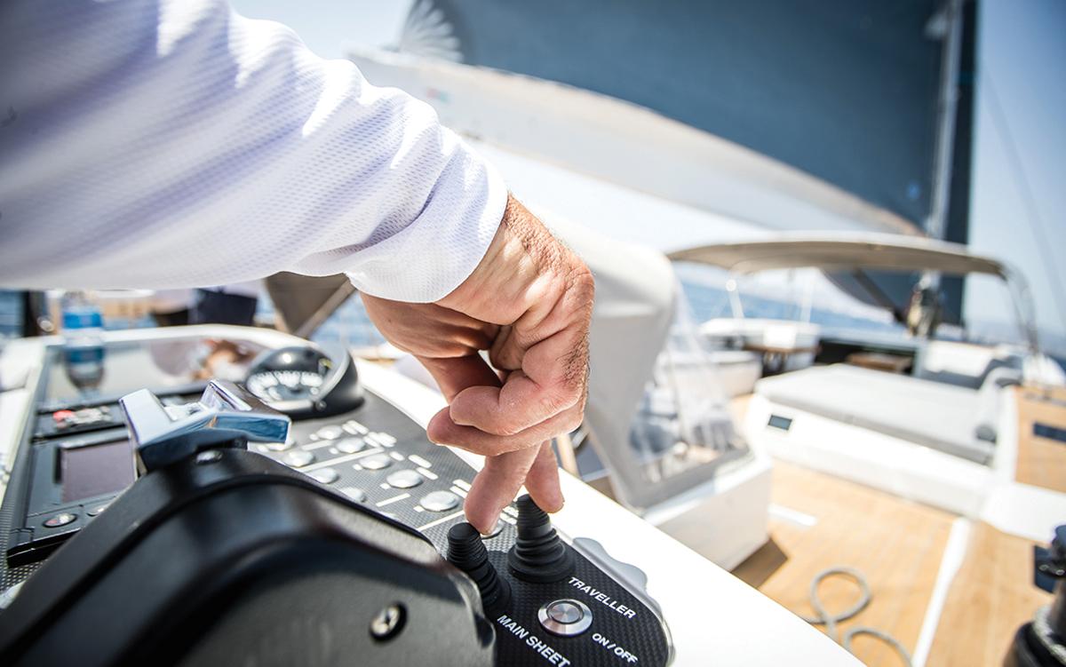 Southern-Wind-105-voile-superyacht-Kiboko-Tres-helm-joystick-credit-Richard-Langdon