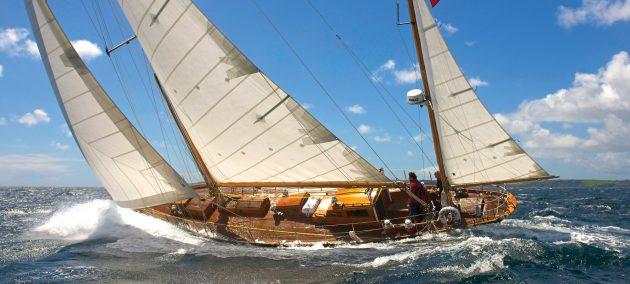 amokura-classic-yacht-running-shot-hero-credit-nic-compton