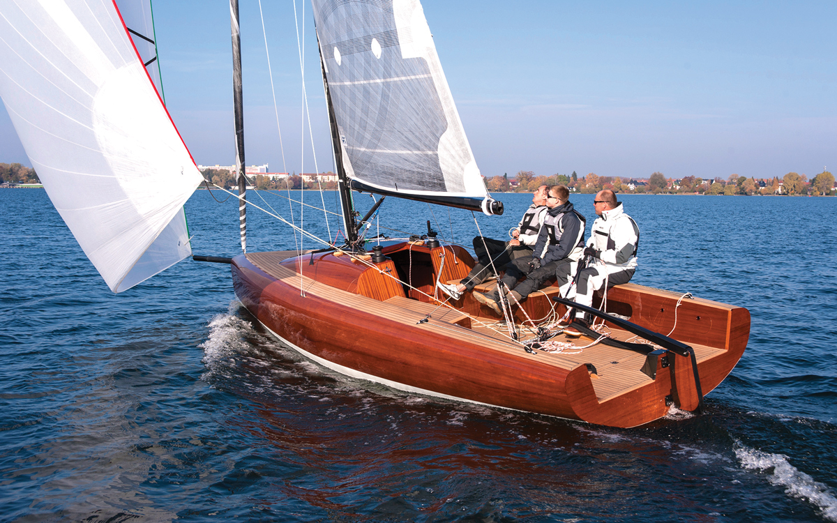 LA 28: The modern trailable boat that's cold-molded from mahogany