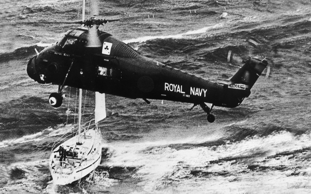 fastnet-race-79-camargue-rescue-navy-helicopter-credit-getty-images