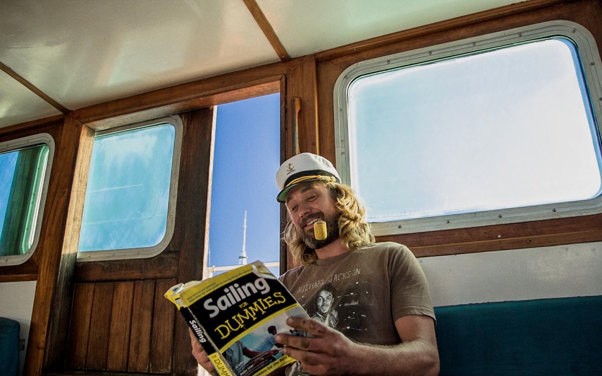 Navigation vers l'Antarctique sur un ketch fait main de 120 pieds