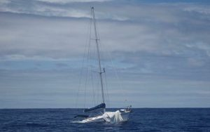 how-to-stay-afloat-Catalina-41-Coolabah-sinks-pacific-credit-john-jennings