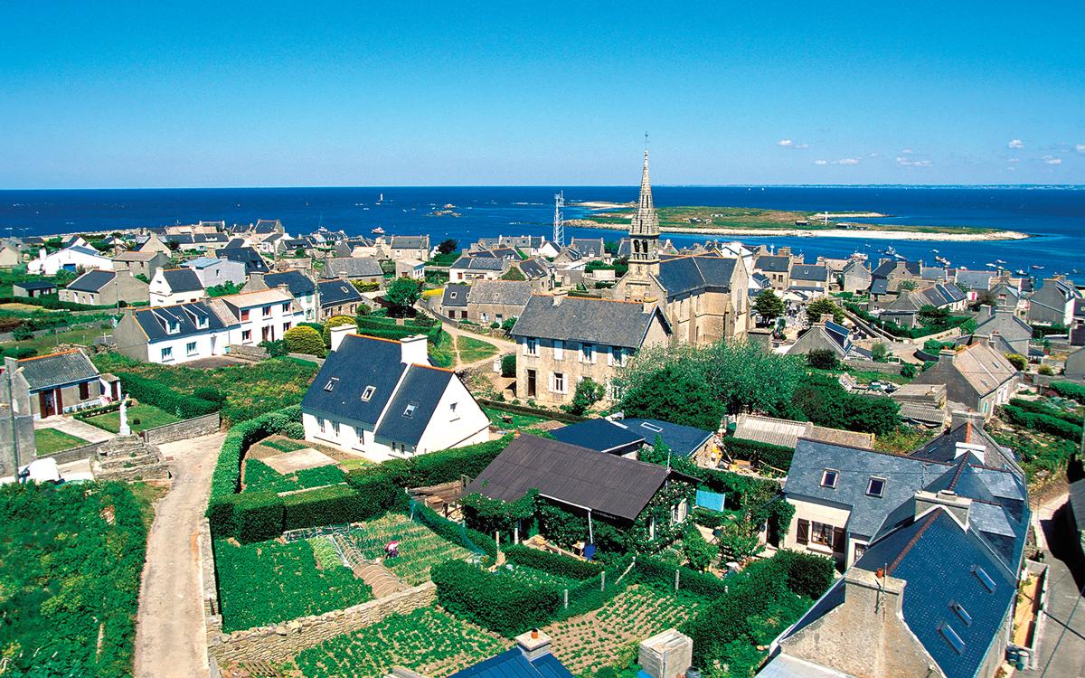 sail-ushant-ile-molene-gardens-credit-hemis-Alamy