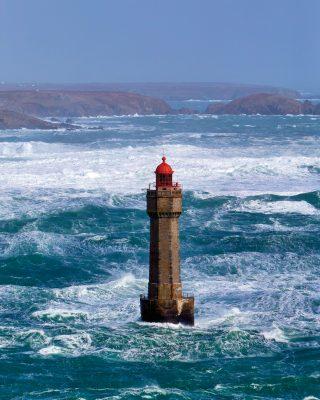 voile-ushant-jument-lighthouse-credit-Benoit-Stichelbaut
