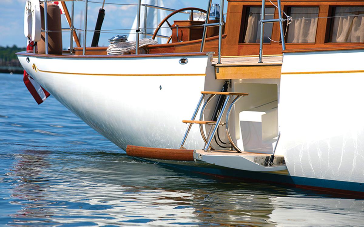lyman-morse-spirit-of-tradition-yacht-anna-boarding-platform-credit-alison-langley