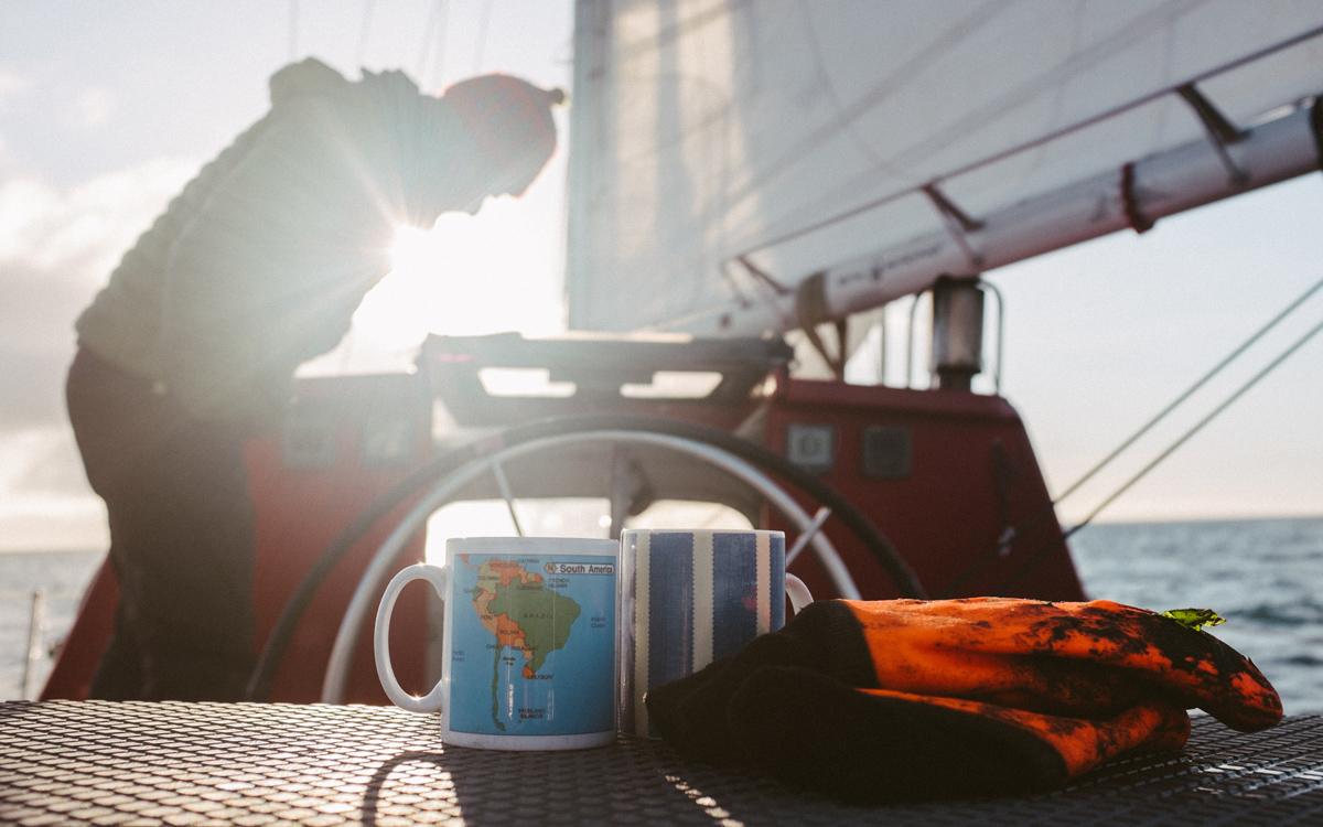 sailing-Falklands-pelagic-delivery-tea-credit-silvia-varela