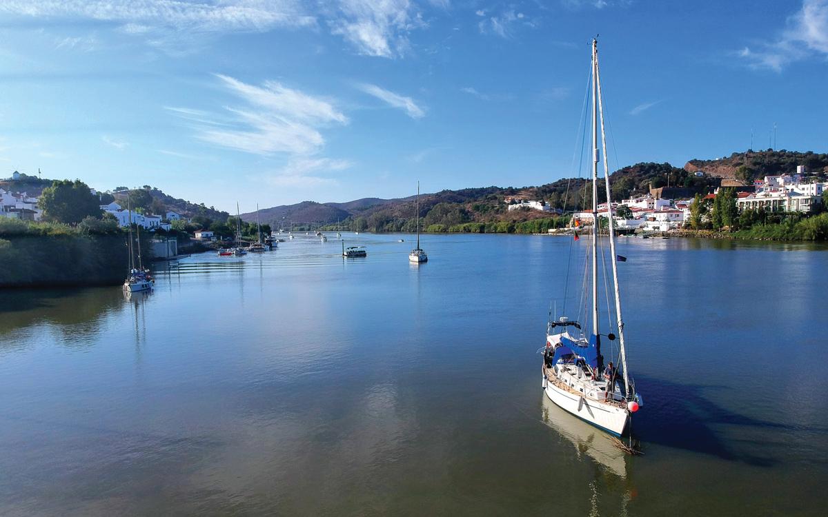 sailing-escape-bowman-40-bella-River-Guadiana