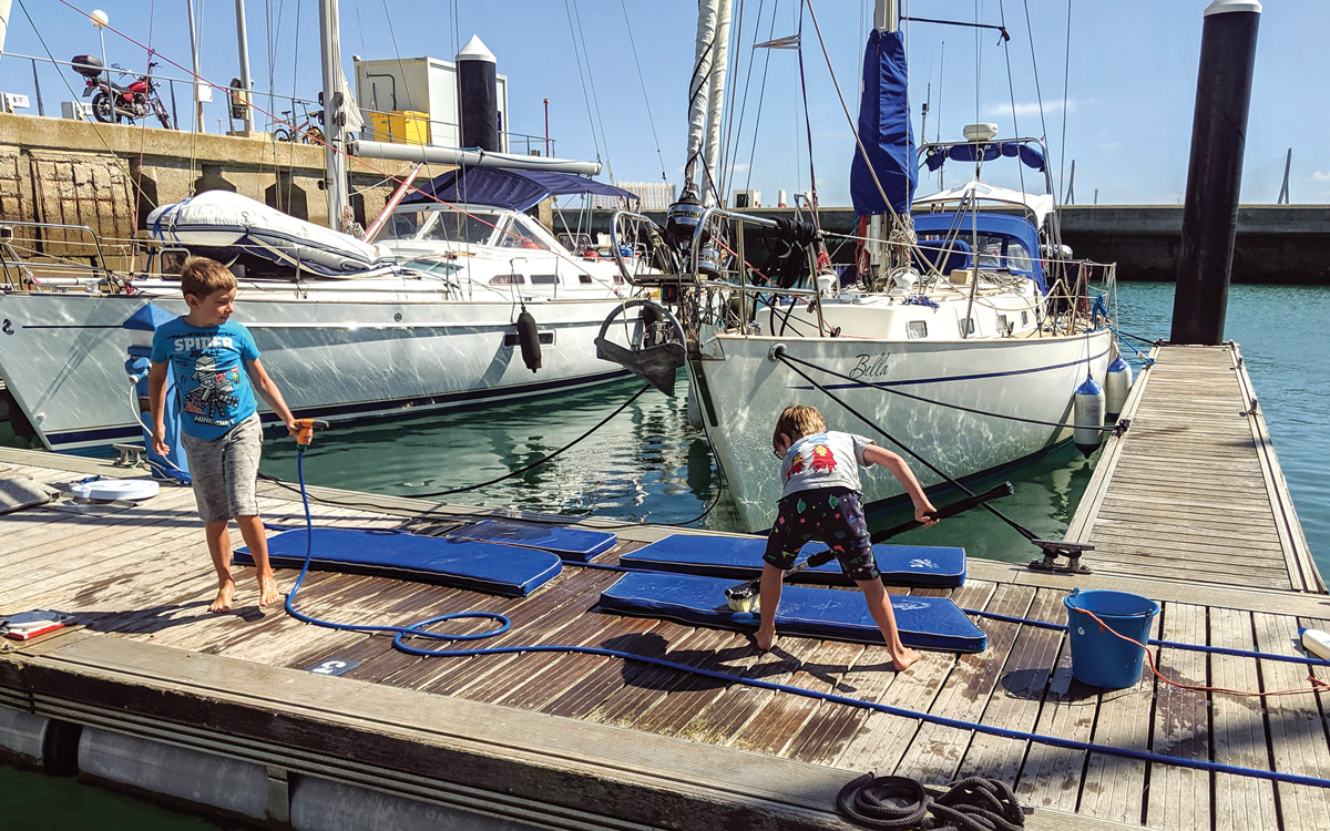 sailing-escape-bowman-40-bella-family-work