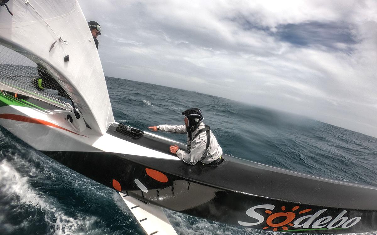 brest-atlantiques-trimaran-race-thomas-coville-sodebo-repair-credit-Martin-keruzore