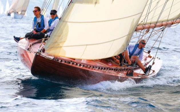 ester-restored-classic-racing-yacht-bow-running-shot-credit-ingrid-abery