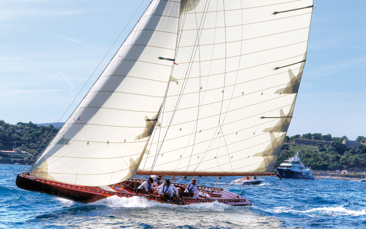 ester-restored-classic-racing-yacht-running-shot-credit-ingrid-abery
